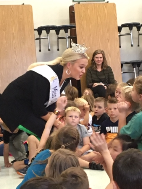 Miss Oklahoma 2019 visits Clegern students